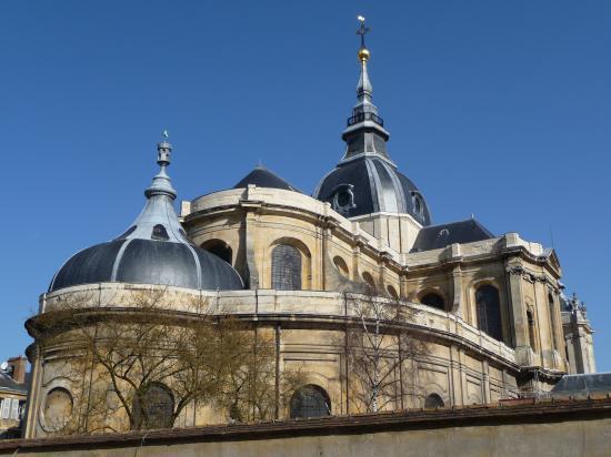 La cathédrale du côté de la chapelle de la Vierge