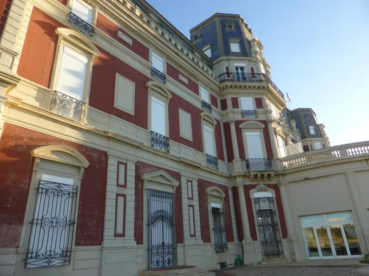 L'Hôtel du Palais du côté de l'océan. Briques de l'ex-villa impériale couverte d'un crépi rouge depuis les années 1960, cl. Ph. Cachau