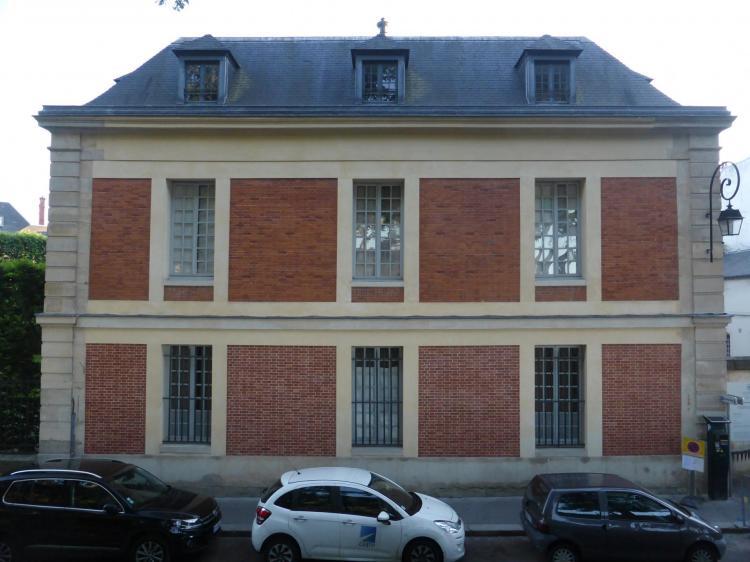 François d'Orbay, pavillon sur rue de l'hôtel de la Chancellerie, 1673-1674, façade en brique et pierre, cl. Ph. Cachau