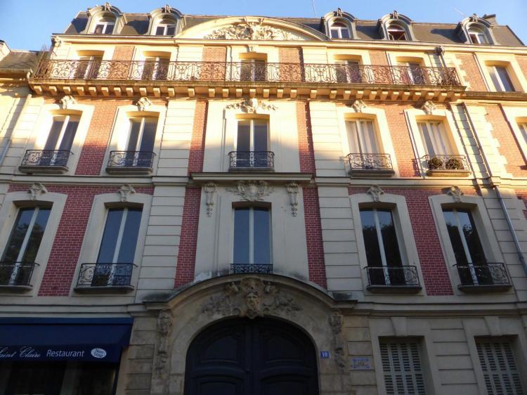 Hôtel du Grand Cer,f rue de Fontenay, Versailles, début XVIIIe, élévation en fausse brique et pierre, cl. Philippe Cachau
