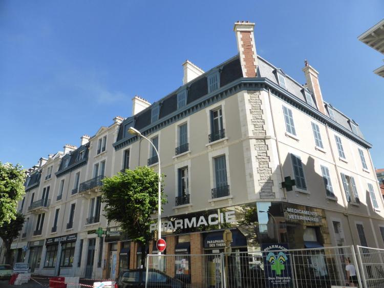 Pavillon Louis XIV, avenue de la reine Nathalie, années 1890, souches de cheminées en brique et pierre. Les souches symétriques ont été totalement maçonnées, cl. Ph. Cachau