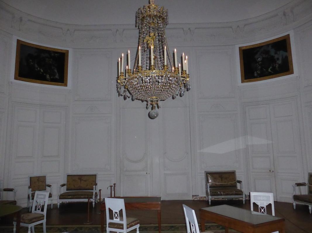 Trianon, salon de compagnie de l'Empereur, vue des tableaux en place