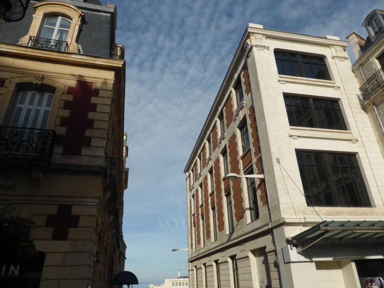 Magasin Biarritz Bonheur, annexe en brique et pierre face au Grand Hôtel, début XXe, cl. Ph. Cachau