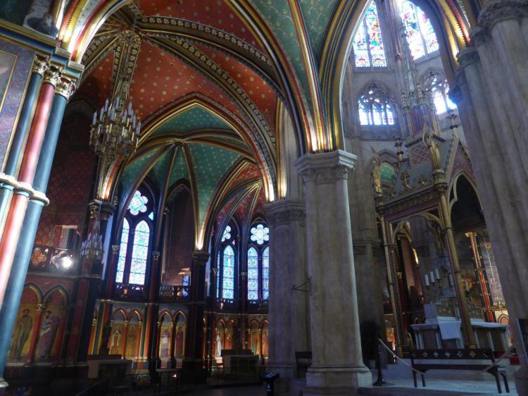 Vue générale du déambulatoire de la cathédrale Sainte-Marie de Bayonne, cl. Ph. Cachau