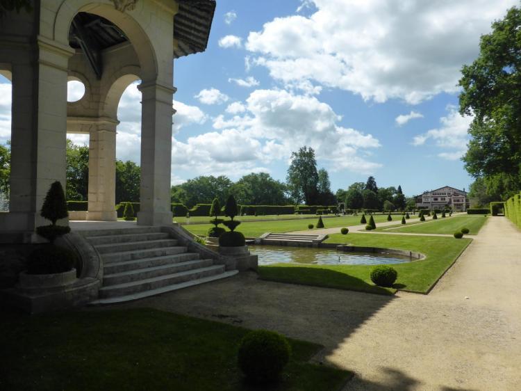 Le jardin depuis l'un des pavillons de la pergola, cl. Ph. Cachau