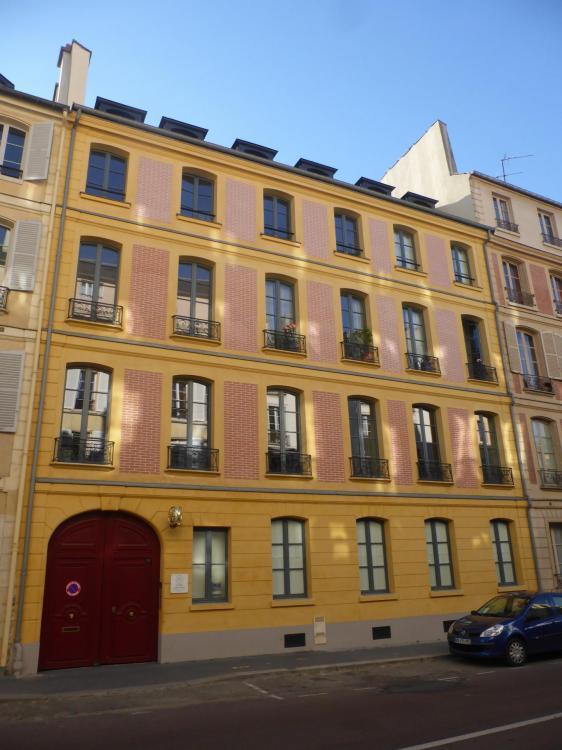 Versailles, immeuble XVIIIe, rue Maréchal Joffre. Façade en fausse brique rétablie, années 2010, cl. Ph. Cachau