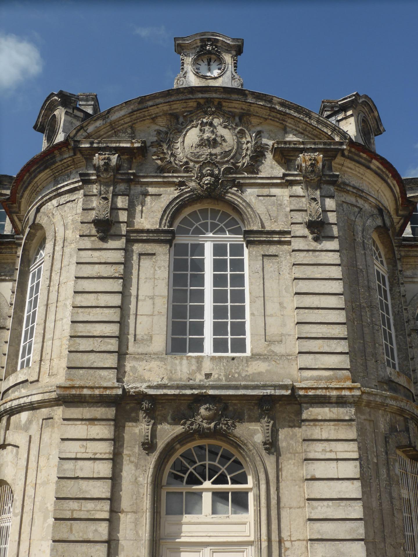 Châteaudun, Hôtel-Dieu, avant-corps central, milieu XVIIIe, cl. Ph. Cachau