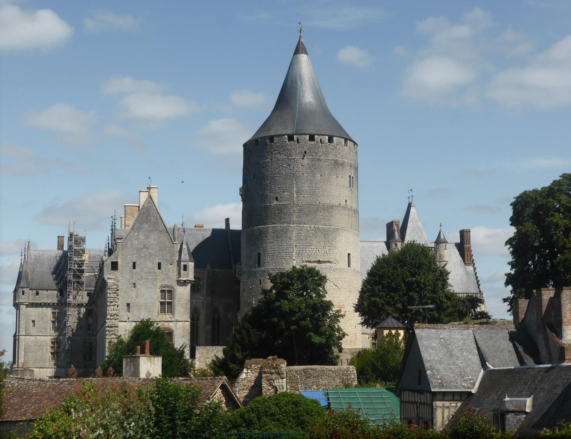 Châteaudun, le château et son donjon, XIe siècle, cl. Ph. Cachau