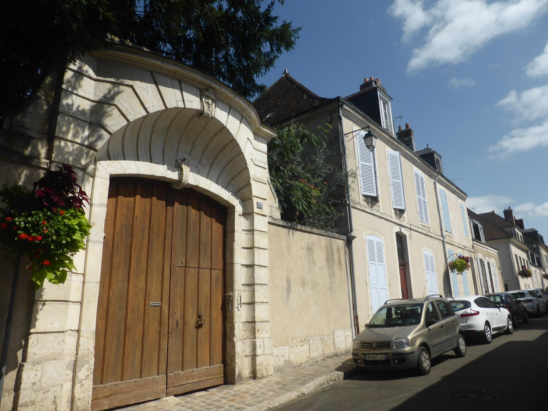 Châteaudun, portail d'hôtel et rue XVIIIe, cl. Ph. Cachau