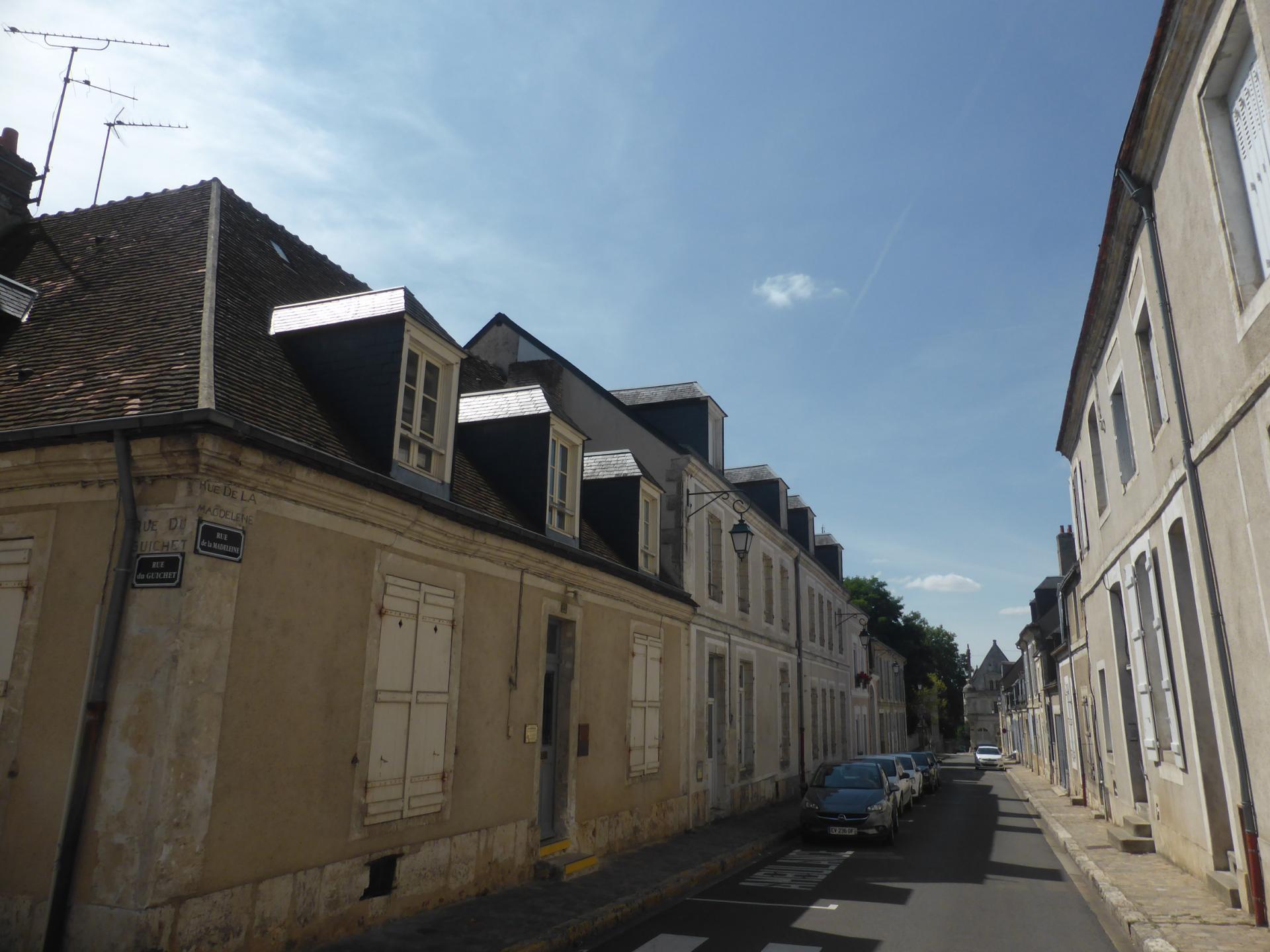Châteaudun, maison basse à comble mansardé et rue en perspective, XVIIIe siècle, cl. Ph. Cachau
