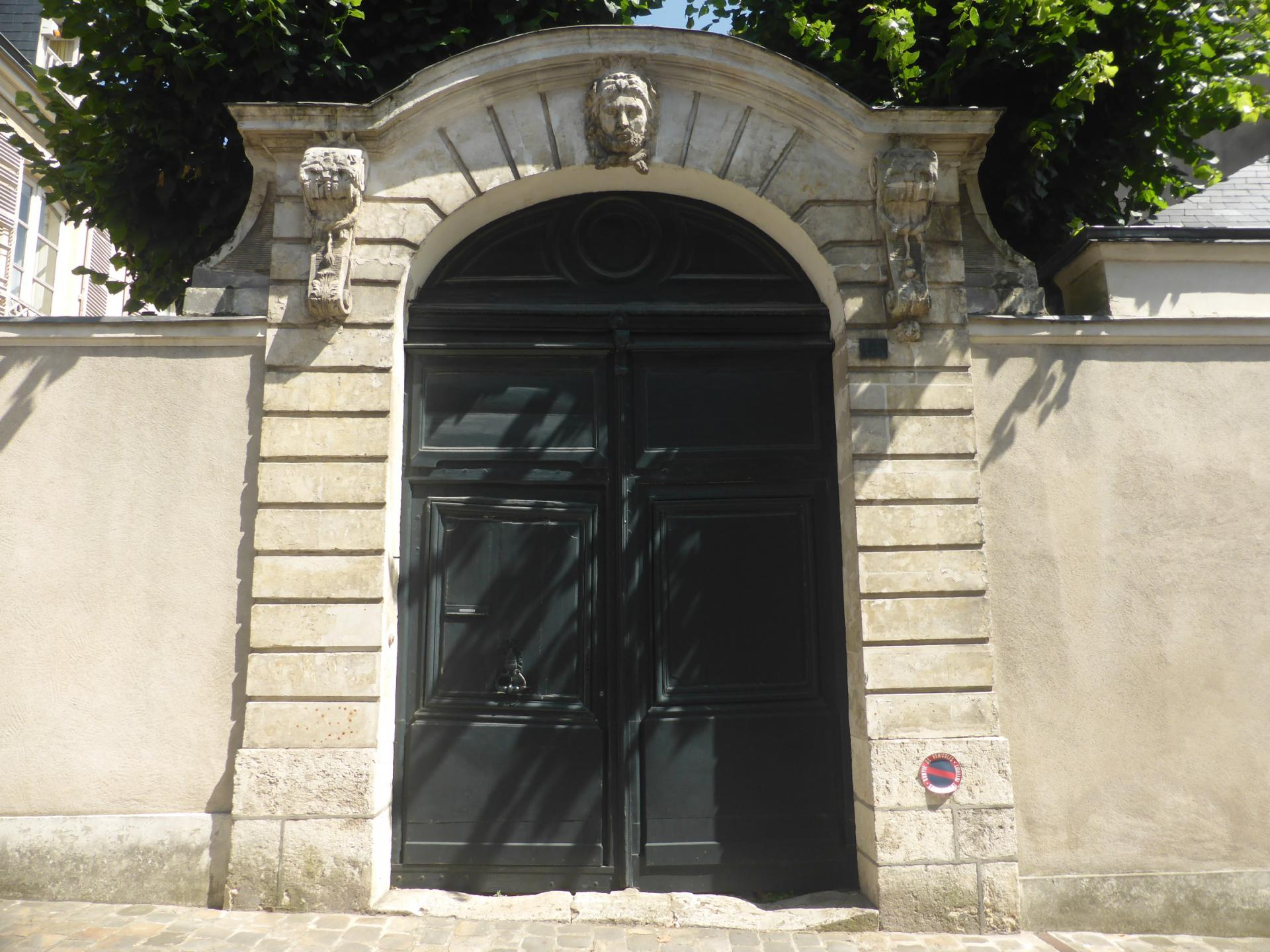 Châteaudun, portail d'hôtel particulier, XVIIIe siècle, cl. Ph. Cachau