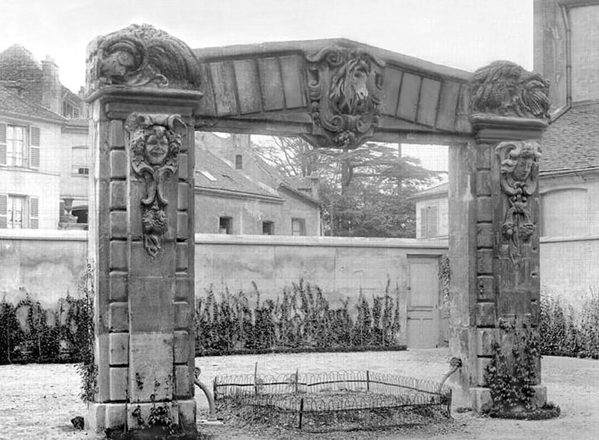 Portail des écuries Thion de La Chaume à Asnières
